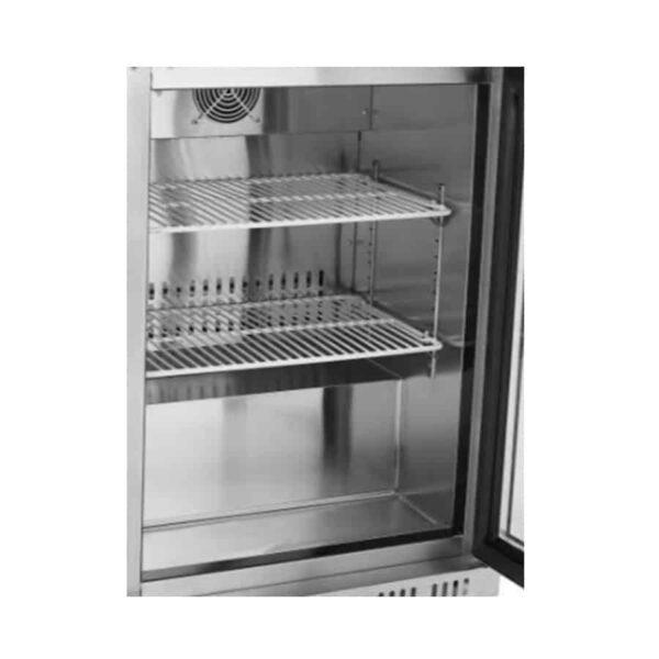 intérieur vide du mini frigo