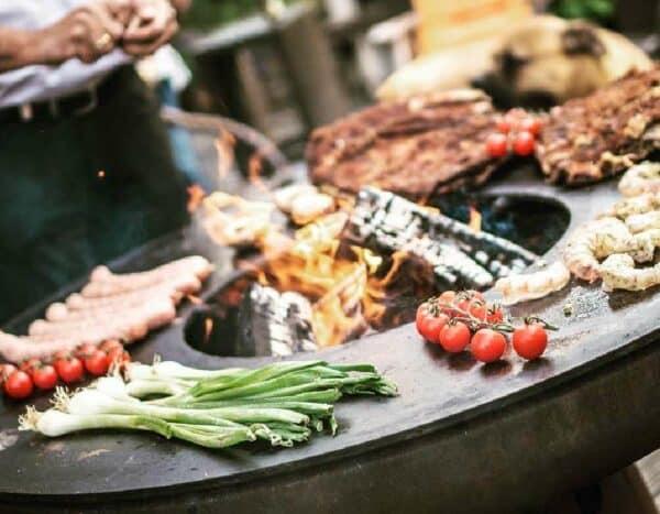 braseros remundi avec des aliments en cuisson