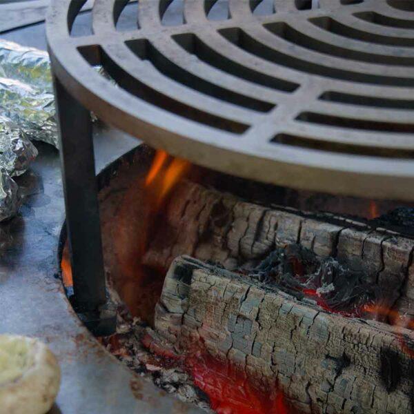 rehausse de grille artiss avec bûches de bois